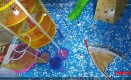 Thi công hồ bóng khổng lồ trong khu vui chơi trẻ em