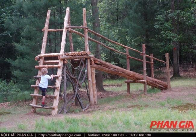 Sân chơi bằng gỗ ngoài trời